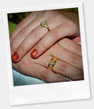 Cincin merisik dan pertunangan